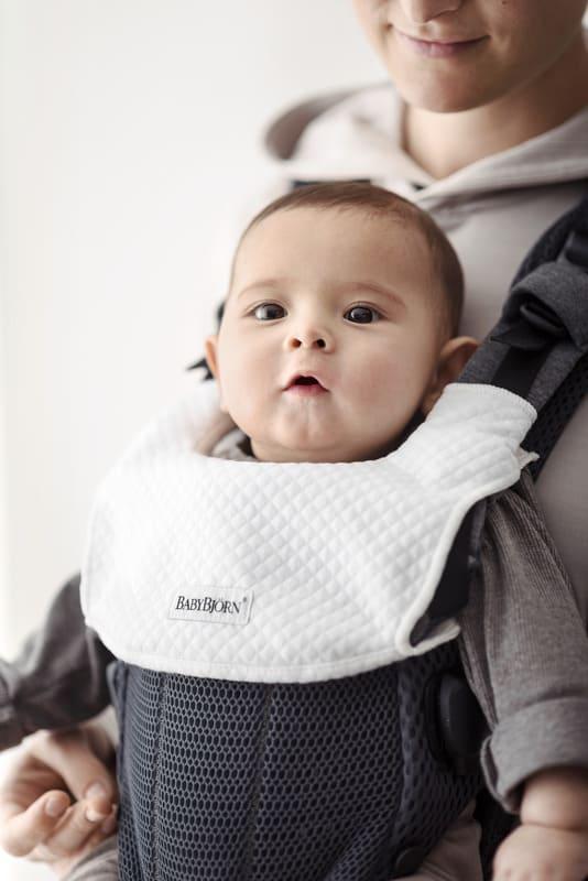 Bavoir pour porte-bebe Harmony babybjorn détail