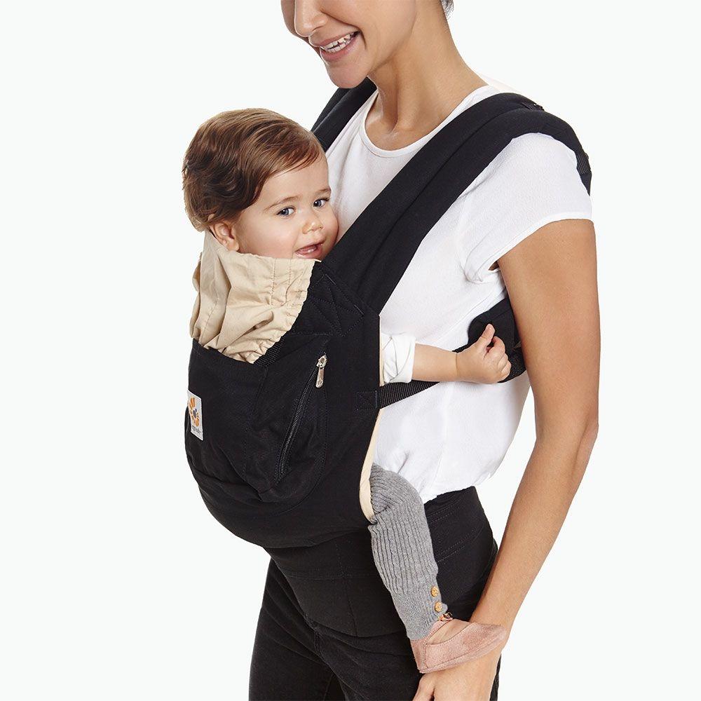 Porte-bebe Original noir et beige Ergobaby maman et bébé
