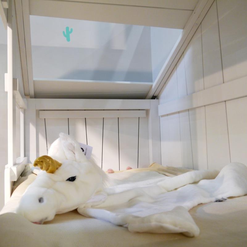 Lit enfant cabane simple intérieur fenetre toitmathy by bols bambinou