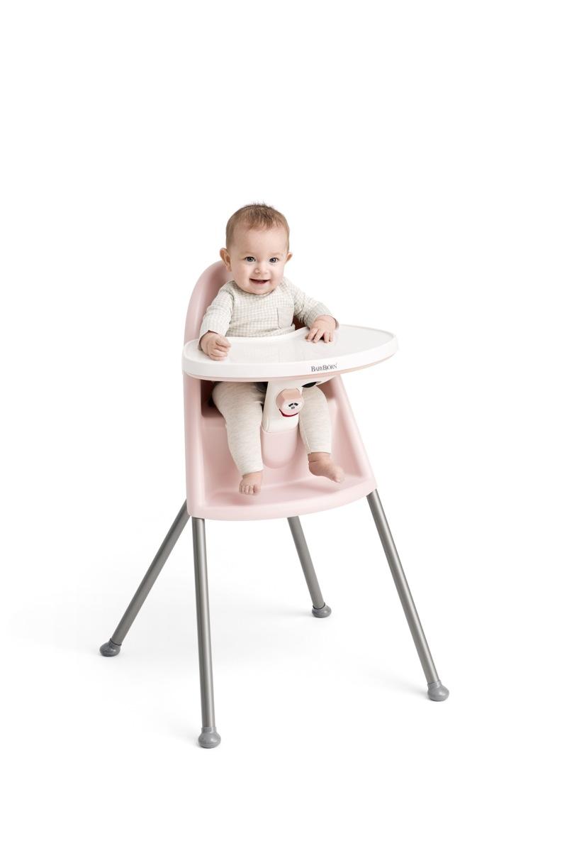 Chaise Haute Babybjorn rose poudré avec harnais 3 points avec enfant