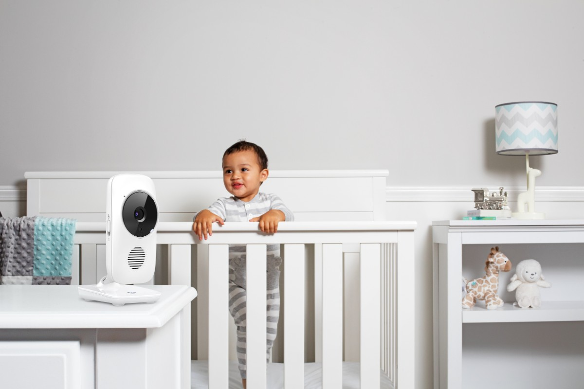 Moniteur vidéo MBP 483 Motorola dans la chambre de bébé