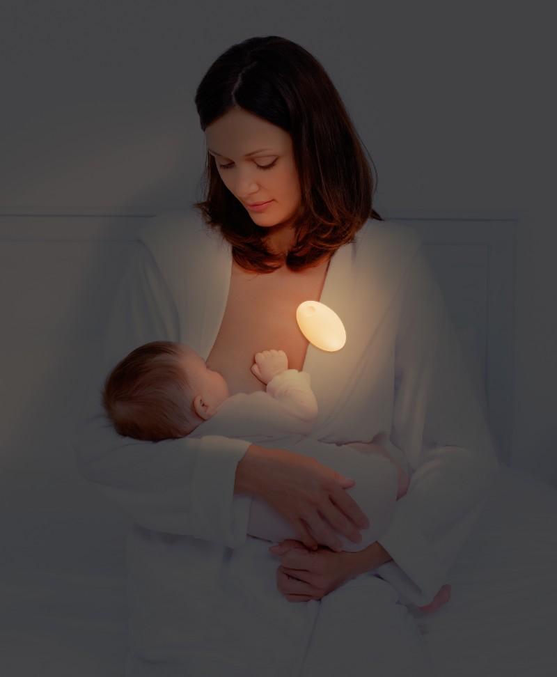 Veilleuse portative Meelight Meemoobaby maman allaite