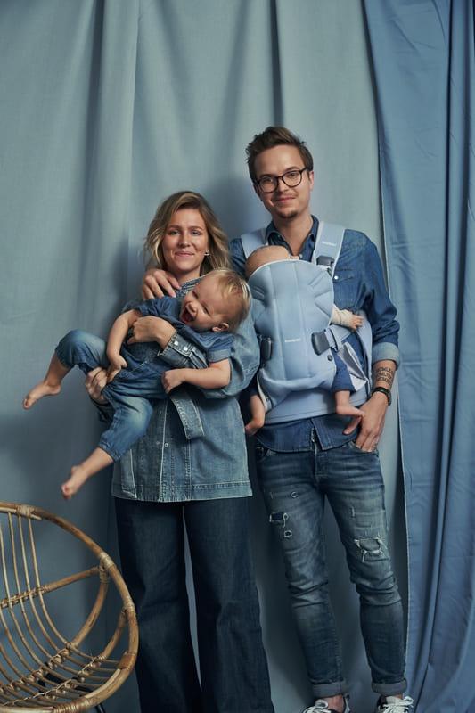 Porte-bébé One Coton mix Light Denim Blue Babybjorn Famille