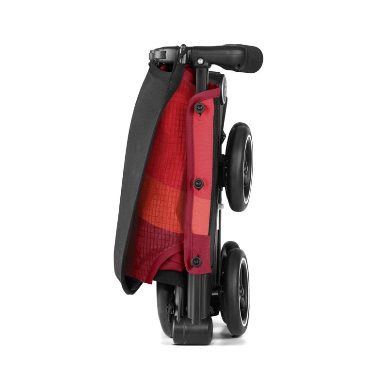 Poussette canne ultra compacte Pockit Air Tout-Terrain rose red GB pliée de côté