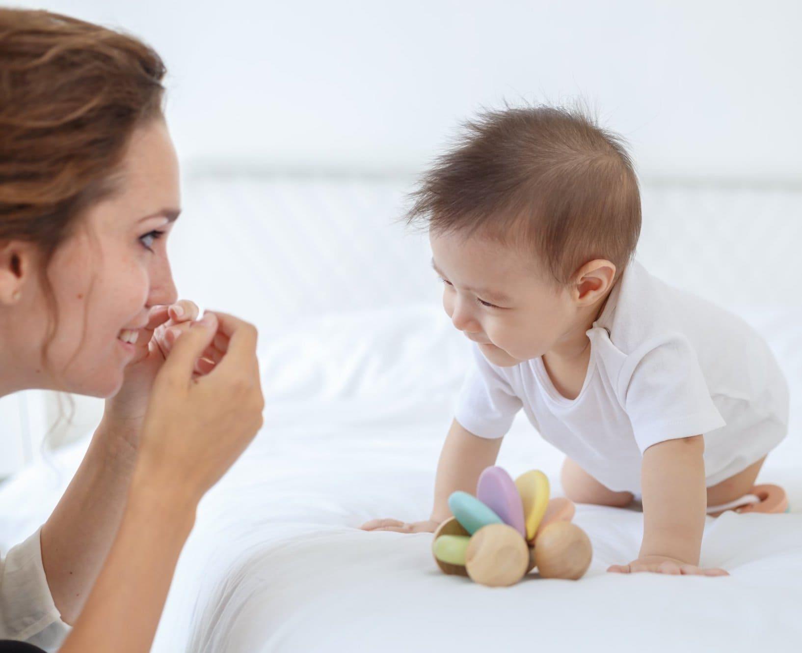 Voiture bébé en bois Pastel Plan Toys Bébé