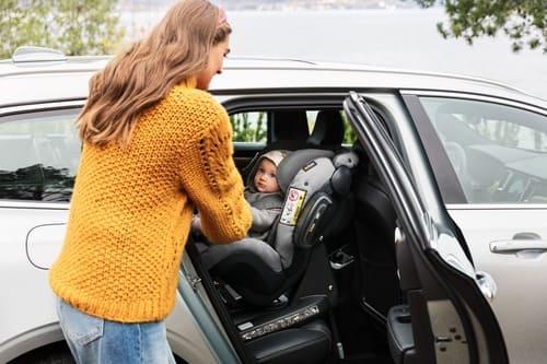 Notre sélection de sièges dos à la route pour bébé